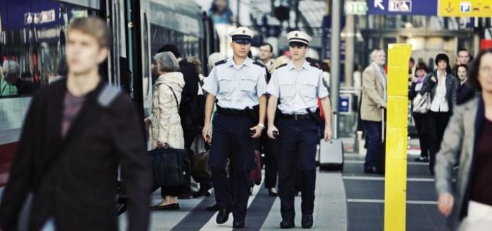 Polizeistreife am Berliner Hauptbahnhof