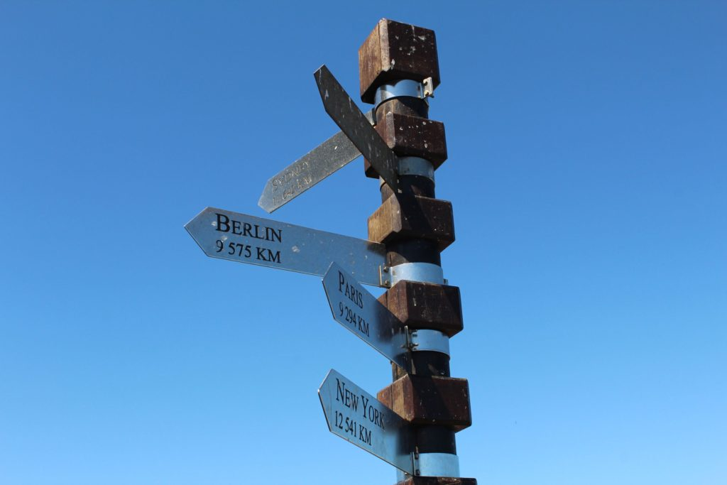 Wegweiser am Cape Point: 9575 km bis nach Berlin